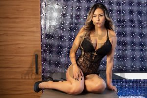 Solya asian escort girl in Cloverleaf