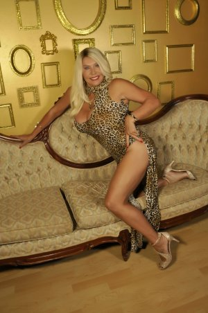 Lydiana escort girl in Victorville California